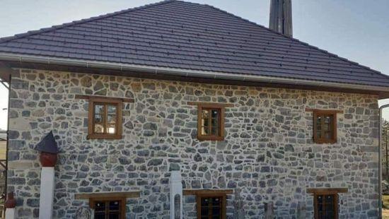 Stara džamija u Cazinu