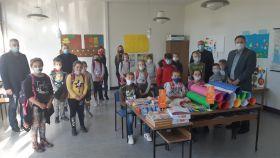 """Fond """"Bošnjaci"""" donirao nastavna sredstva i opremu učenicima povratnicima u općinu Prnjavor"""