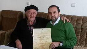 Pomoćnik direktora za internat uručio vakufnamu hadži Mustafi Suljagiću